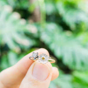 屋久島の緑バック お花の指輪 ゴールド、プラチナ、シルバー、ダイヤモンド 屋久島で作る婚約指輪