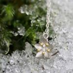 屋久島の森 お花のネックレス 苔雪の上 シルバー、ダイヤモンド、ゴールド