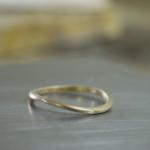 ハンドメイドリングの制作風景 シャンパンゴールドのリング 屋久島でつくる結婚指輪