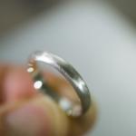 シルバーリング 手に持って 屋久島でつくる結婚指輪