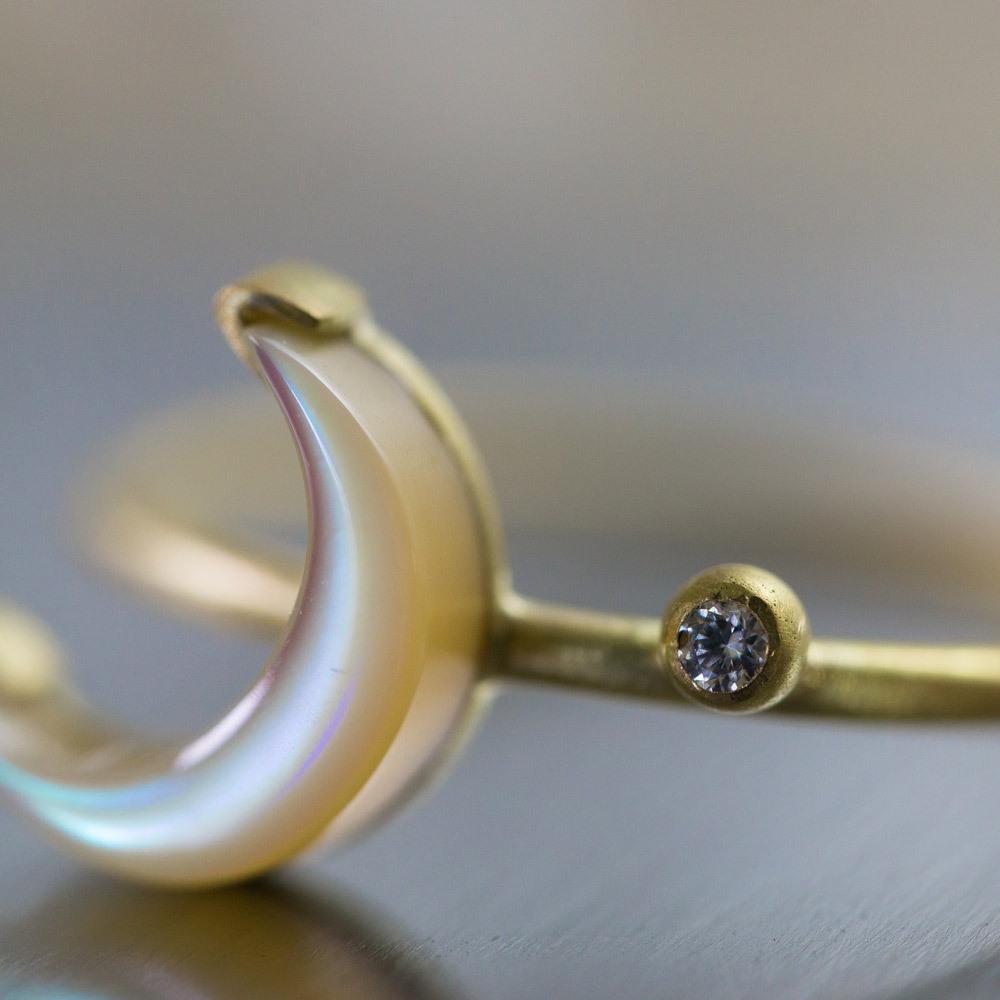 月の指輪 屋久島の夜光貝、ゴールド、ダイヤモンド 屋久島でつくる婚約指輪