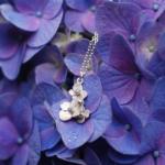 屋久島の紫陽花の上に 紫陽花のネックレス シルバー