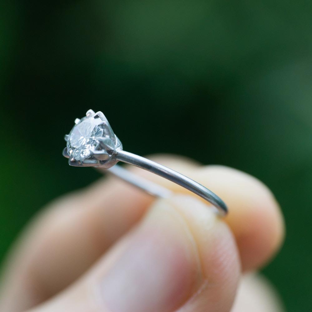 オーダーメイドのリメイクジュエリー プラチナとダイヤモンドのリング 屋久島の緑バック2