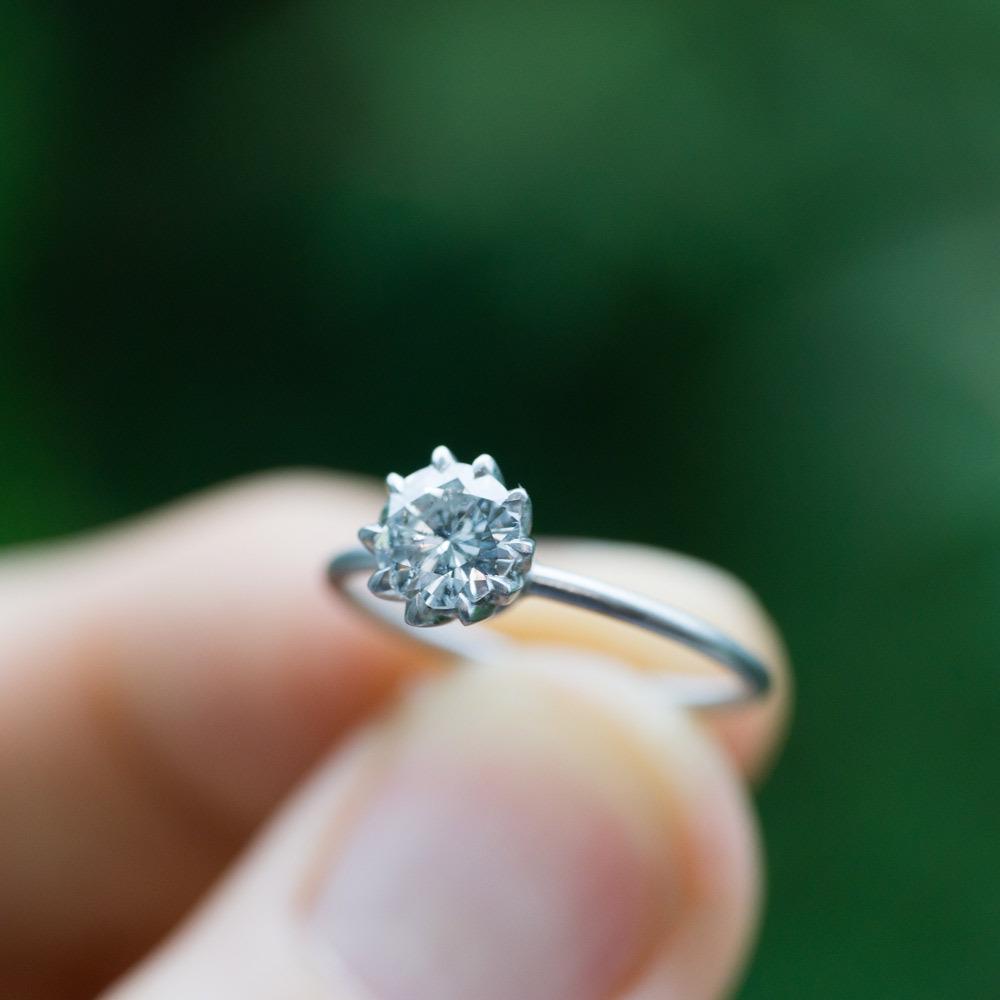 オーダーメイドのリメイクジュエリー プラチナとダイヤモンドのリング 屋久島の緑バック3