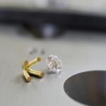 オーダーメイドジュエリーの制作風景 ゴールドの石枠、ダイヤモンド 屋久島で作る婚約指輪
